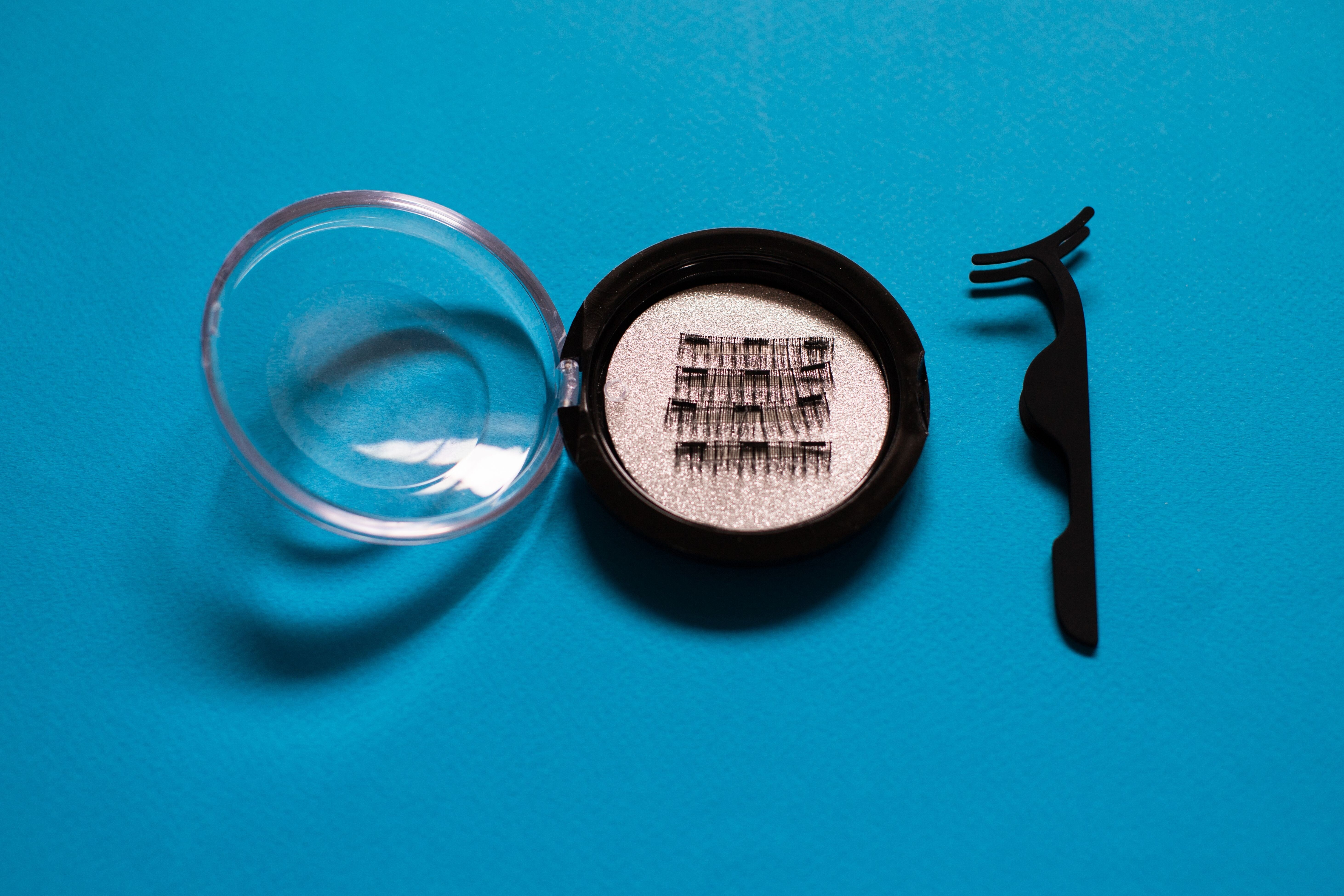 Comment poser faux cils magnetiques avec une pince ?